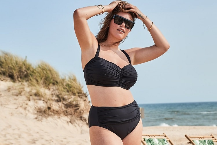how-to-hide-your-tummy-in-a-swimsuit-min